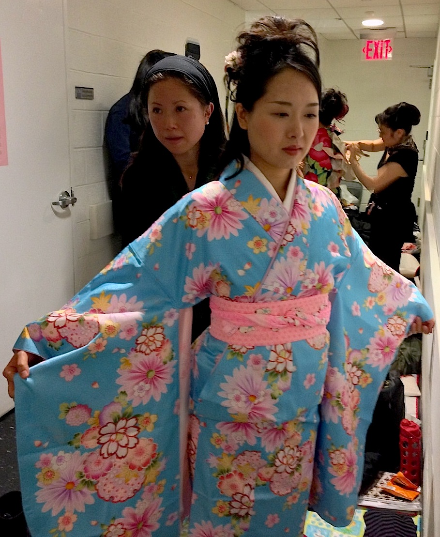 an analysis of the japanese traditional clothing kimono In kawabata's novel a traditional kimono weaver predicts that if any  it is  culturally respectful for non-japanese consumers to wear kimonos.